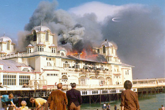 The fire 1974 badly destroyed the pier.